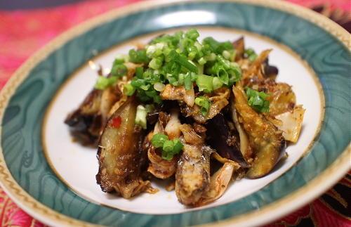 今日のキムチ料理レシピ:茄子とキムチとオイルサーディンの醤油炒め