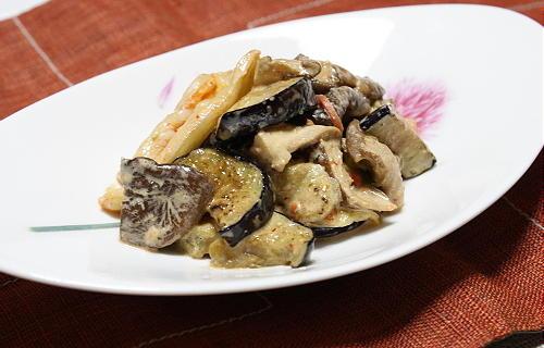 今日のキムチ料理レシピ:しいたけと茄子とキムチのごまマヨ和え