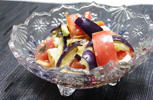 今日のキムチ料理レシピ:トマトとキムチの甘酢サラダ