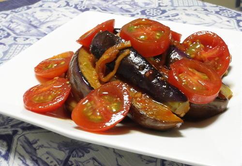 今日のキムチ料理レシピ:茄子とトマトのピリ辛マリネ