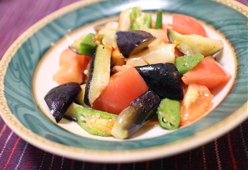 今日のキムチ料理レシピ:茄子とトマトとオクラのキムチサラダ