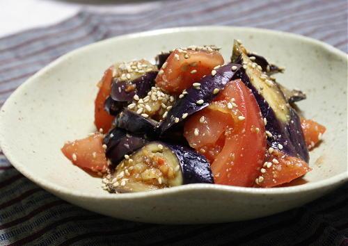 今日のキムチ料理レシピ:茄子とトマトのピリ辛胡麻和え
