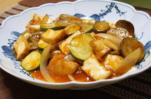 今日のキムチ料理レシピ:厚揚げと夏野菜とキムチの甘酢炒め