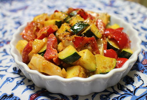 今日のキムチ料理レシピ:ズッキーニとパプリカとキムチのマヨ炒め