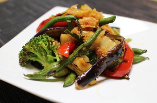 今日のキムチ料理レシピ:夏野菜たっぷりキムチサラダ