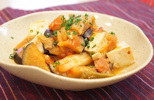 今日のキムチ料理レシピ:夏野菜と豆腐のキムチ炒め