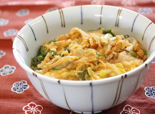今日のキムチ料理レシピ:ねぎキムチの卵とじ丼