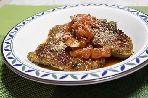 今日のキムチ料理レシピ: キムチ肉詰めピーマンのトマト煮