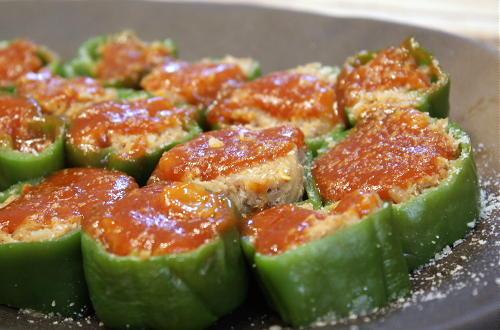 今日のキムチ料理レシピ:キムチ入り肉詰めピーマン
