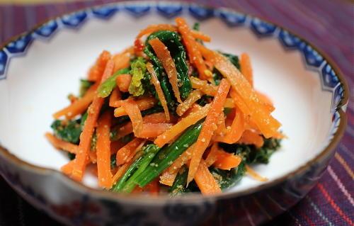 今日のキムチ料理レシピ:ニンジンほうれん草のピリ辛胡麻和え