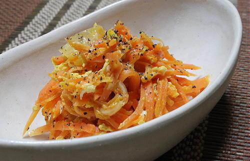 今日のキムチ料理レシピ:にんじんとキムチの卵炒め