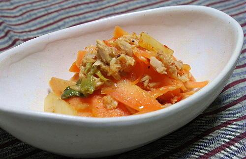 今日のキムチ料理レシピ:にんじんとツナとキムチのサラダ