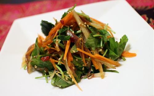 今日のキムチ料理レシピ:ニンジンのピリ辛薬味サラダ