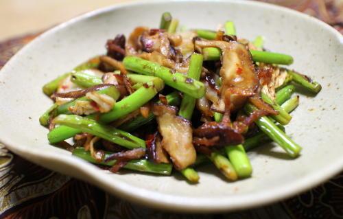 今日のキムチ料理レシピ:ニンニクの芽のキムチオイスター炒め
