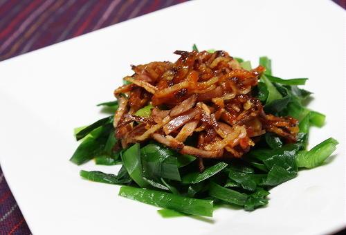 今日のキムチ料理レシピ:にらのベーコンキムチドレッシングサラダ