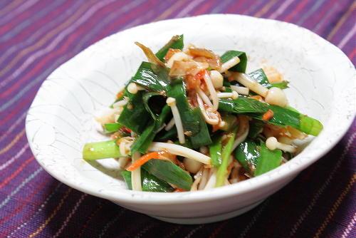 今日のキムチ料理レシピ:えのきとにらの梅キムチ和え