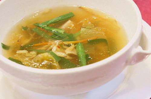 今日のキムチ料理レシピ:にらと干しえびのキムチスープ