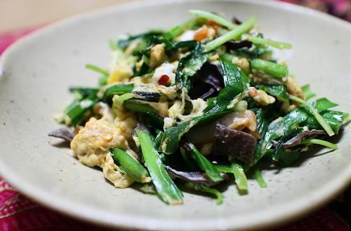 今日のキムチ料理レシピ:にらと三つ葉とキムチの卵炒め