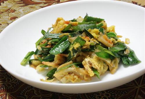 今日のキムチ料理レシピ:天かすとにらとキムチの卵炒め
