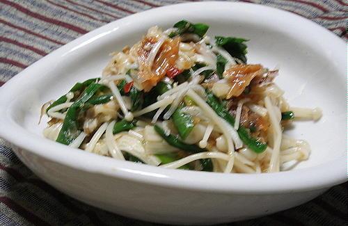 今日のキムチ料理レシピ:えのきとにらの梅キムチあえ