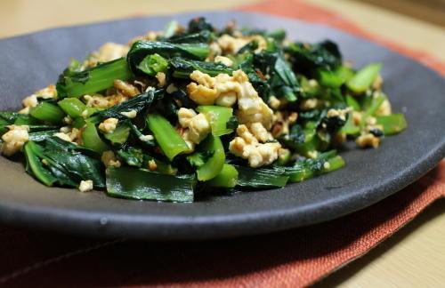 今日のキムチ料理レシピ:小松菜のピリ辛炒り豆腐炒め