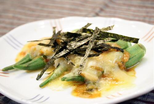 今日のキムチ料理レシピ:オクラのピリ辛味噌チーズ