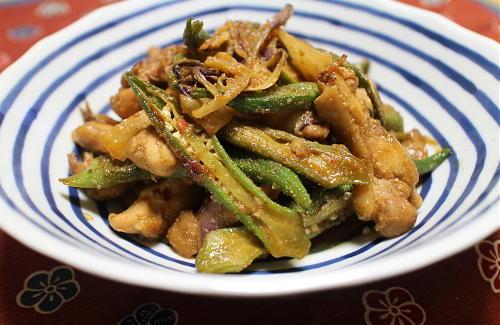 今日のキムチ料理レシピ:オクラと鶏肉のキムチ胡麻炒め煮