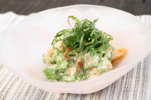 今日のキムチ料理レシピ:オクラとキムチの胡麻和え