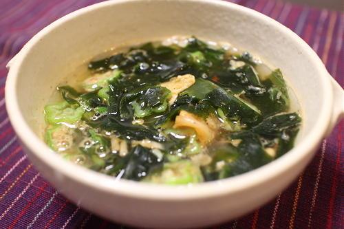 今日のキムチ料理レシピ:オクラとわかめのキムチスープ