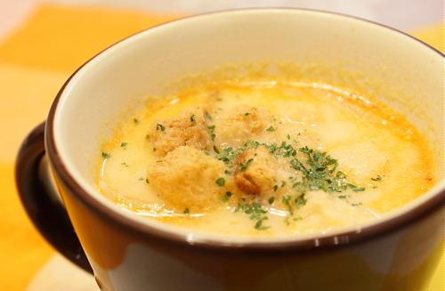 今日のキムチ料理レシピ:たまねぎとキムチのミルクスープ
