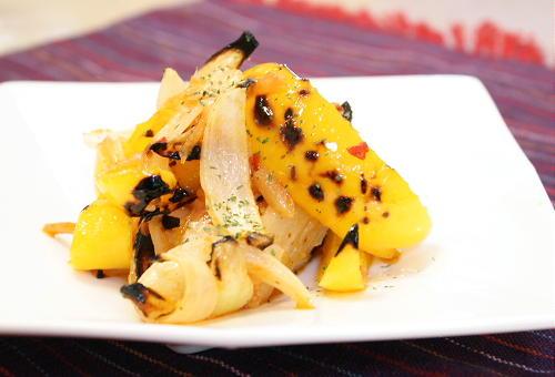 今日のキムチ料理レシピ:焼きパプリカとキムチのマリネ