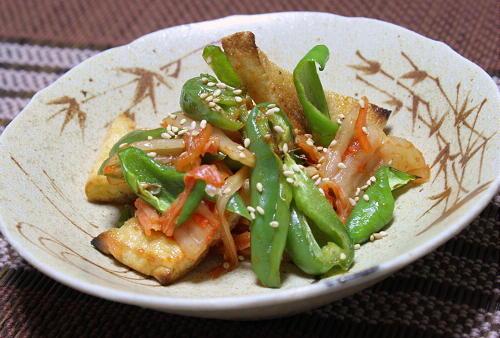 今日のキムチ料理レシピ:ピーマンと油揚げのキムチポン酢しょうゆ和え