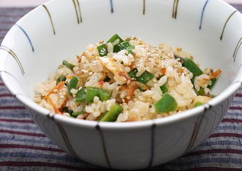 今日のキムチ料理レシピ:ピーマンとキムチの混ぜご飯