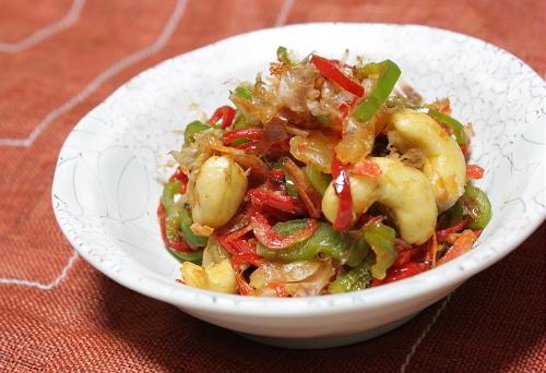 今日のキムチ料理レシピ:ピーマンとカシューナッツのキムチ炒め