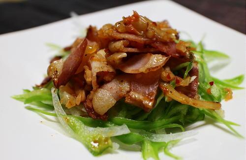 今日のキムチ料理レシピ:ピーマンのベーコンキムチドレッシング