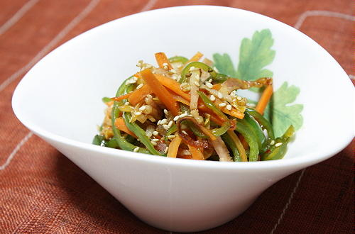 今日のキムチ料理レシピ:ピーマンと人参のキムチきんぴら