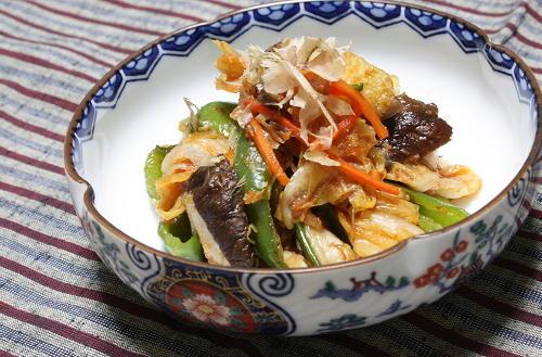 今日のキムチ料理レシピ:ピーマンとキムチのおかか醤油和え