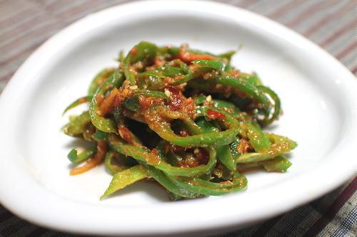 今日のキムチ料理レシピ:ピーマンのピリ辛胡麻和え