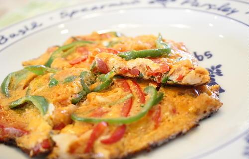 今日のキムチ料理レシピ:ピーマンとキムチの卵焼き
