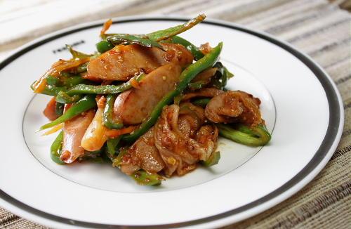今日のキムチ料理レシピ:ピーマンとソーセージとキムチのケチャップ炒め