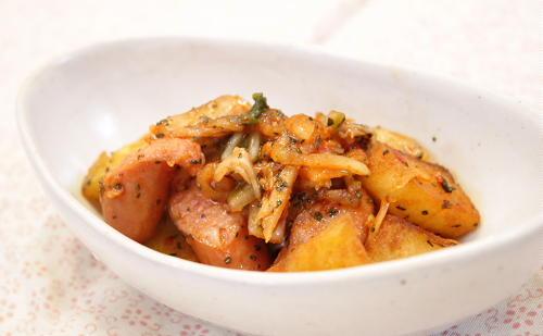 今日のキムチ料理レシピ: ポテトとキムチのバジル和え