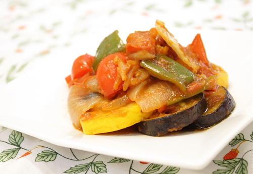 今日のキムチ料理レシピ:キムチと夏野菜で作ったピリ辛ラタトゥイユ