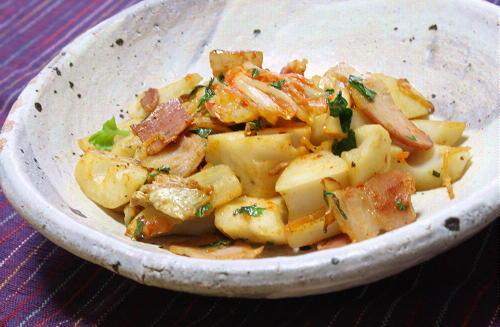 今日のキムチ料理レシピ:レンコンとキムチのバジル炒め