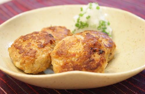今日のキムチ料理レシピ:レンコンキムチ入りミニハンバーグ