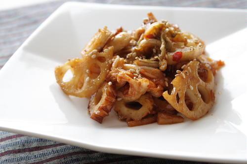 今日のキムチ料理レシピ:レンコンとちくわとキムチのピリ辛炒め