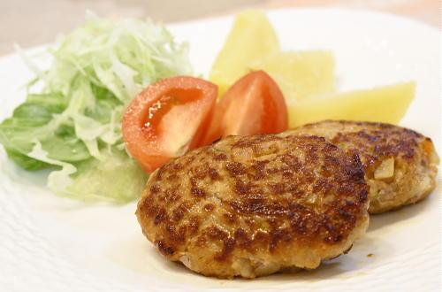 今日のキムチ料理レシピ:レンコンとキムチのハンバーグ