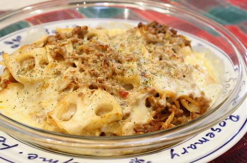 今日のキムチ料理レシピ:レンコンとキムチのグラタン