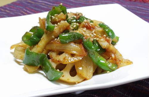 今日のキムチ料理レシピ:レンコンとキムチのきんぴら