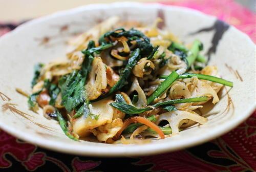 今日のキムチ料理レシピ:レンコンと春菊のキムチ炒め