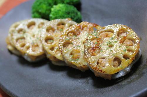 今日のキムチ料理レシピ:キムチ担々のレンコン挟み焼き